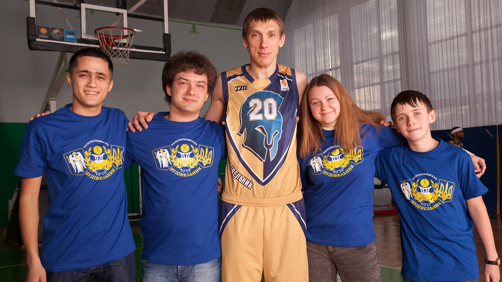 Photoshoot players with fans